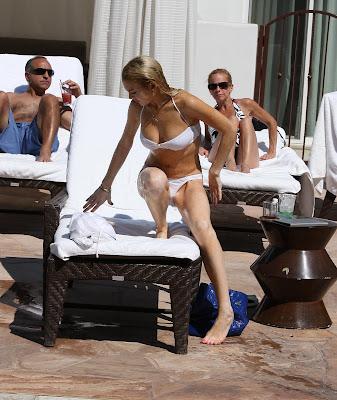 Lindsay Lohan bikini pose