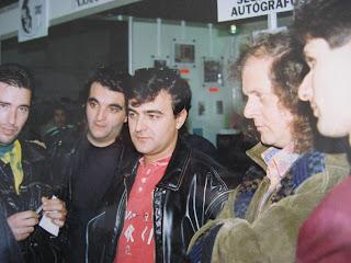 UHF em 1993 nos tempos de Santa Loucura. Fernando Pinho, Rui Dias, Renato Jr, António Manuel Ribeiro e eu próprio. Todos bem mais novinhos...