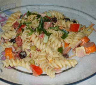 http://1.bp.blogspot.com/_bmlKQIO4WAs/ShQMglRAUVI/AAAAAAAAAOw/mbXIPGiYCKs/s320/salada_de_macarr%C3%A3o.jpg