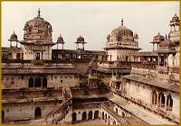 travel tourism spots jhansi orccha orchha madhya pradesh uttar india rani panch jahangir jehangir raj sheesh mahal chhatris betwa river backpackers backpacking hotel