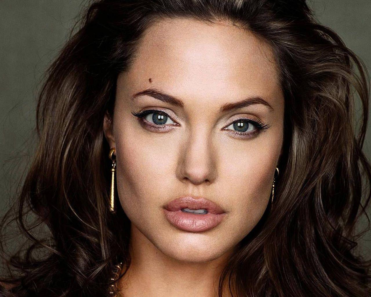 http://1.bp.blogspot.com/_bo0Cpi9Q820/TFYD_wiNfLI/AAAAAAAAAIM/3-noa63GpuU/s1600/Angelina-Jolie-rostro-3.jpg