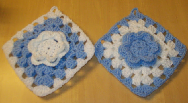 Blue & white potholder set