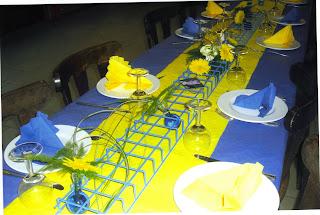 Hugodeco table pour bryan jaune et bleu for Deco bleu et jaune