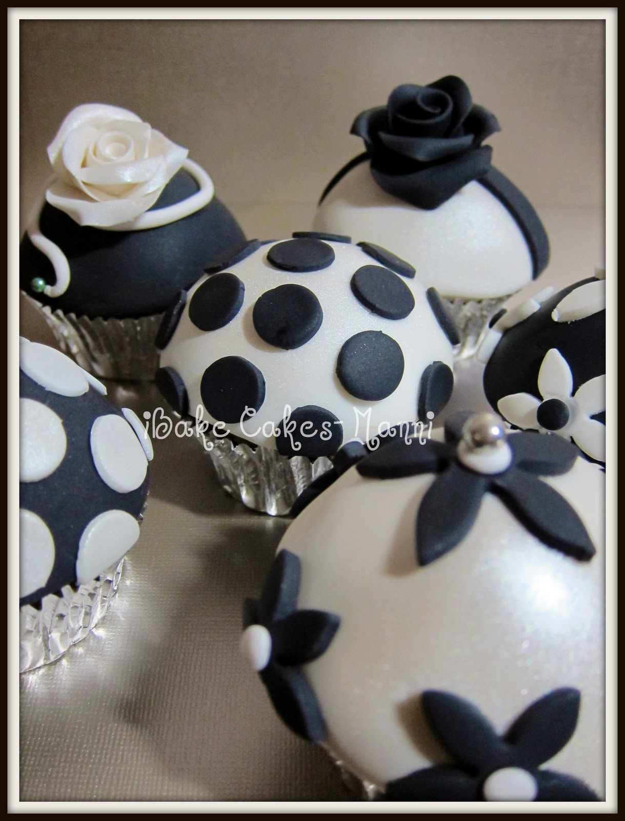 Black And White Cupcake Images : Black And White Cupcakes - Male Models Picture