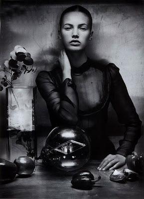 http://1.bp.blogspot.com/_bq6_cE4BJJQ/SZQgImkYlwI/AAAAAAAANUs/uSDehqSJc-I/s400/Vincent+Peters+%C3%97+Mona+Johannesson+-Numero+66-Allegorie-+002+ct.jpg