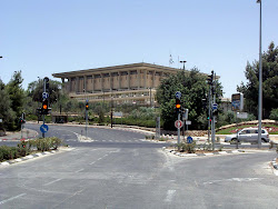 הכניסה לעיר, מוזיאונים וקרית הממשלה