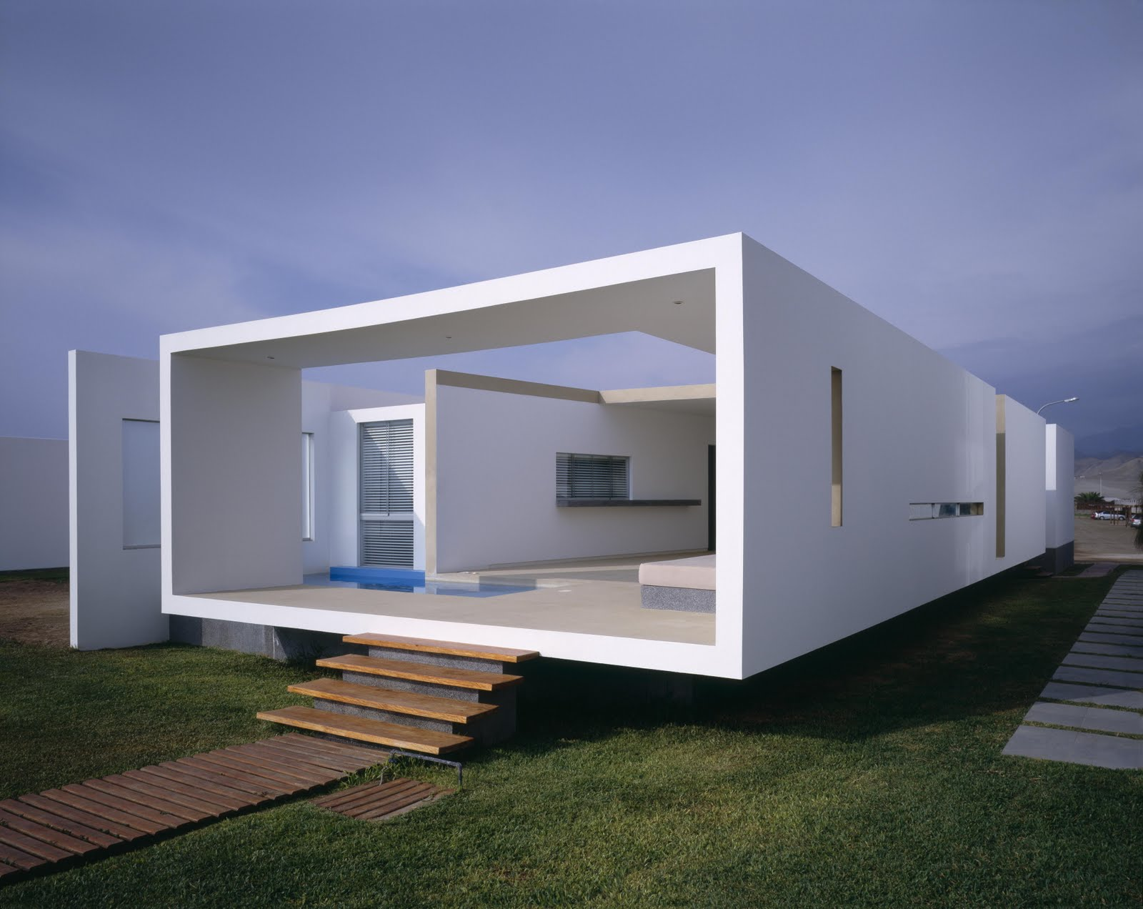 Habitar casa en playa las arenas for Minimalist box house design