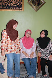 We wear Blouse Idaman  :)