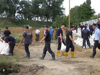 Echipele Apelor Romane, impreuna cu cele ale Jandarmeriei