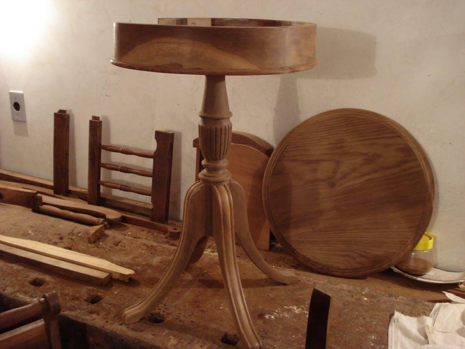 Restauração de Móveis de Época : Mesinha em Imbuia. #AB9620 1600x1200