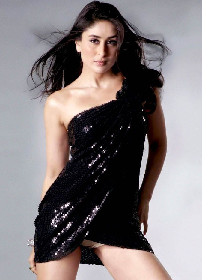 kareena kapoor hot wallpapers in bikini. Kareena Kapoor Hot Bikini sh0w