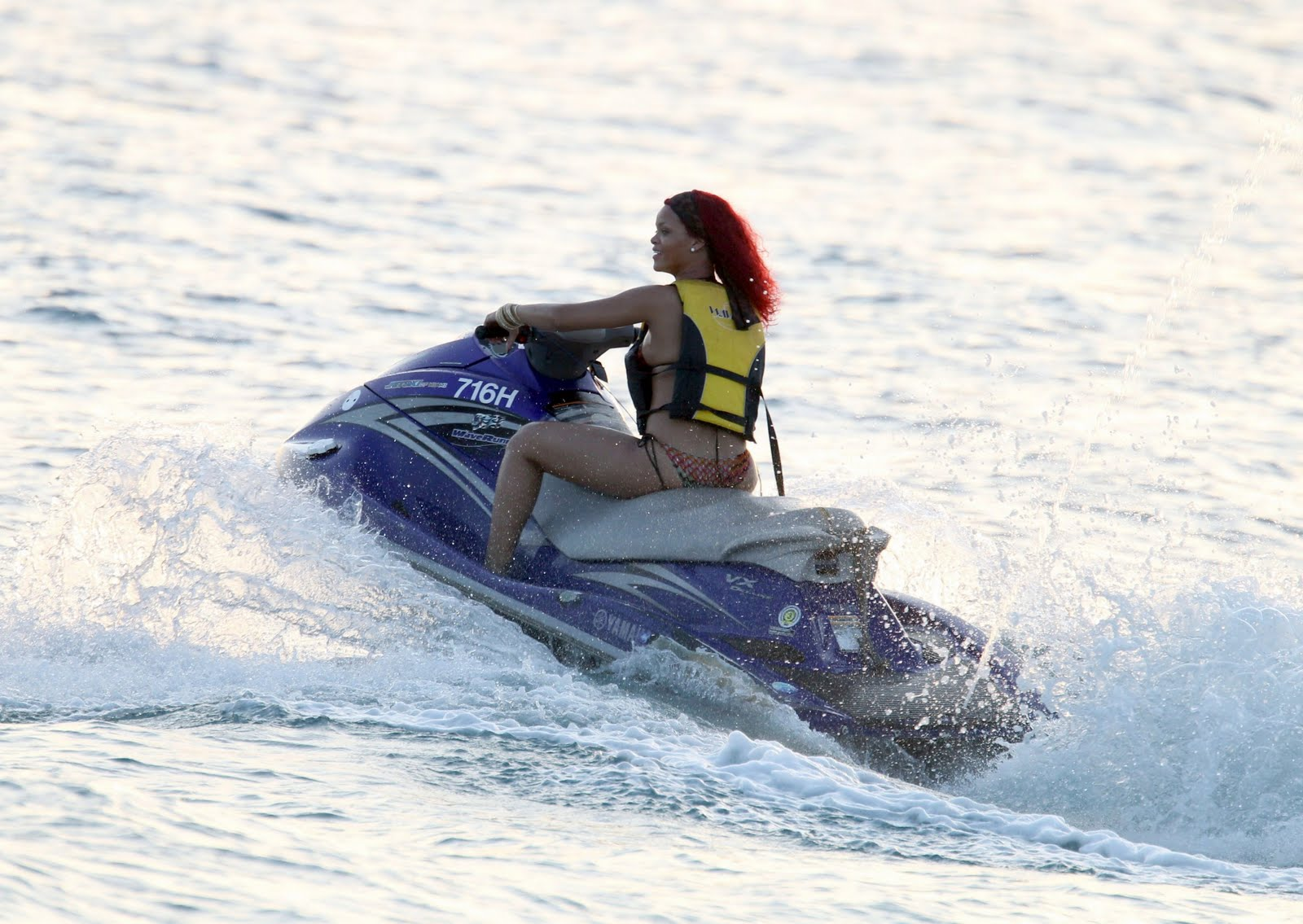 Celebrity Sexy Show Rihanna Bikini Jet Skiing Hot Pics