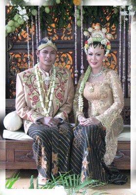 pakaian pengantin Jawa bertudung