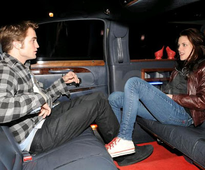 robert-pattinson-kristen-stewart-cab-ride.JPG (400×332)