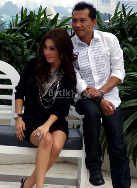 Download Mp3 Top Hits No.1: Anang feat Syahrini - Cinta Terakhir
