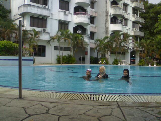 [swimming.jpg]