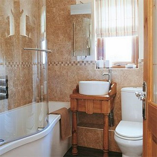 Decorating ideas for your home clever ideas for a small bathroom - Clever small bathroom designs ...