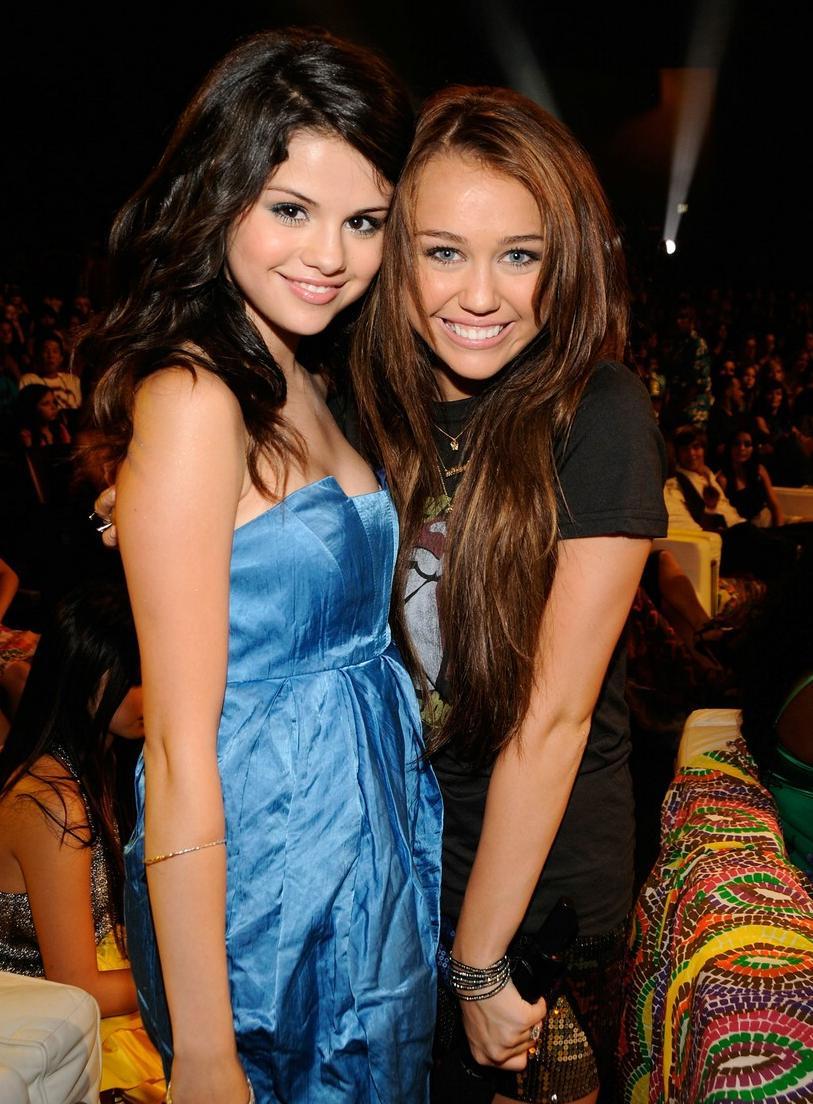 Miley Cyrus y Selena Gomez posibles portadas de Play Boy