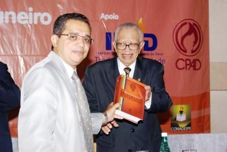 DICIONÁRIO É LANÇADO NA CONVENÇÃO DE PASTORES DAS ASSEMBLÉIAS DE DEUS DE SÃO PAULO - COMADESPE
