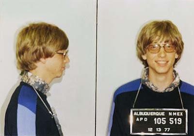 Even after losing $18 billion, Bill Gates still has a net worth of $40 billion..
