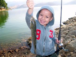 Outsidelosangeles get hooked on fishing castaic lake for Castaic lake fishing