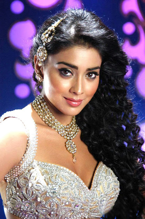sherya saran new poses here hot images