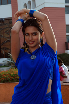 Spicy Hot Actress Gowri Pandit New Hot Poses From Gowri Pandit navel show