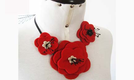 collar flor japon fieltro