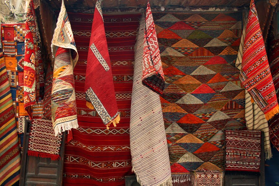 So You Are Visiting Morocco And Want To A Carpet Or More Likely Get Shown Some Moroccan Carpets Fall In Love With One
