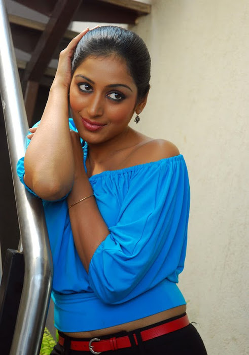 padma priya looking cute stills