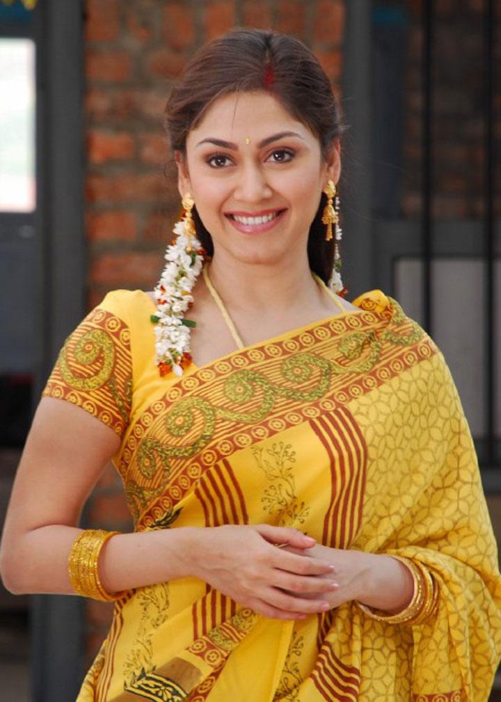 Navya Nair Wedding Photos - Malayalam Movies, Reviews, Stills