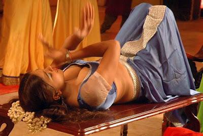 Madhumitha-hot-exposing+(4).jpg (711×476)