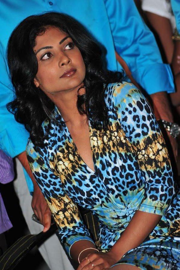 Kamalini mukerjee nude scene in malayalam movie 9