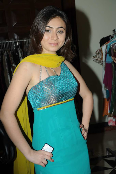 ektha glamour  images
