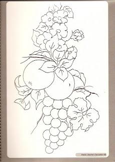 maças com uvas e flores