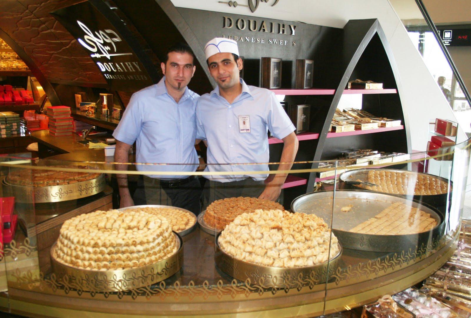 Et avant de partir pour Paris, un petit tour par l\u0027aéroport de Beyrouth,  dans le duty free où de nombreuses pâtisseries se font concurrence.