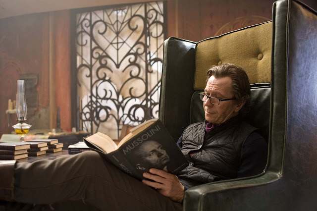 Face a Face Woody glasses on Gary Oldman in The Book of Eli