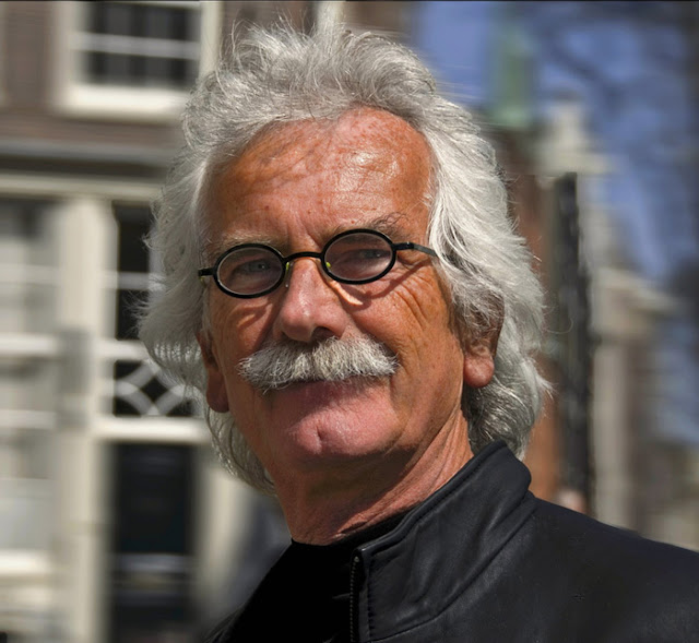 Small black oval glasses in Amsterdam. Photo: Paul Somers