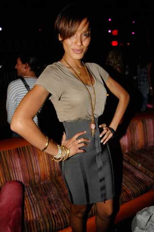 selita ebanks short hair. Selita Ebanks. Age: 27