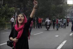 زنان قهرمان ایران علیه رژیم وحشی و زن ستیز جمهوری اسلامی میرزمند و چه شکوهمند میرزمند