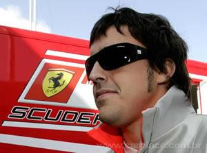 Ferrari contrata Alonzo Por três anos