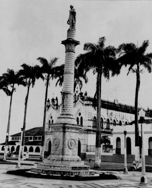 Praça Gonçalves Dias antiga