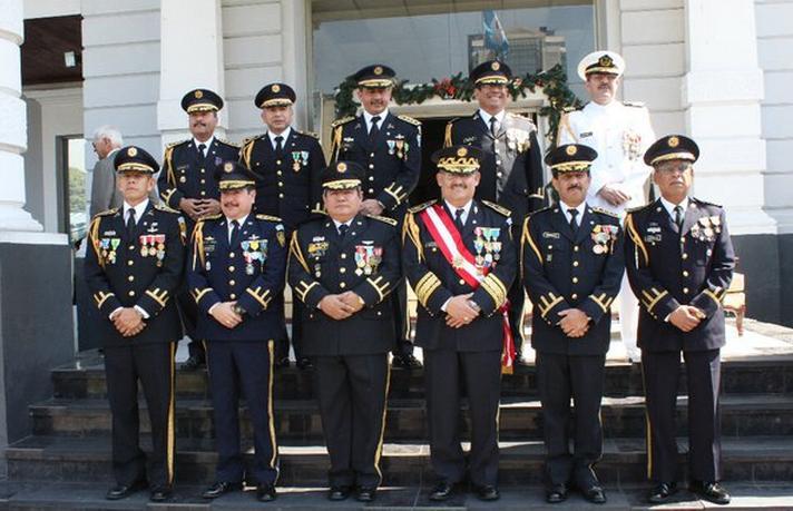 Vestidos para ceremonia de ascenso militar
