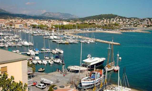 Location vacances Côte Varoise,  entre Cassis et Toulon