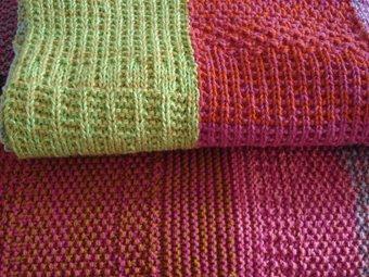 Puerta al sur mantas a dos agujas for Alfombras artesanales tejidas a mano