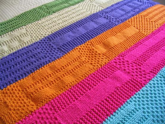 Puerta al sur c mo renovar nuestro dormitorio con pocos for Mantas de lana de colores