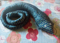 recycling ideas: tied up in snakes