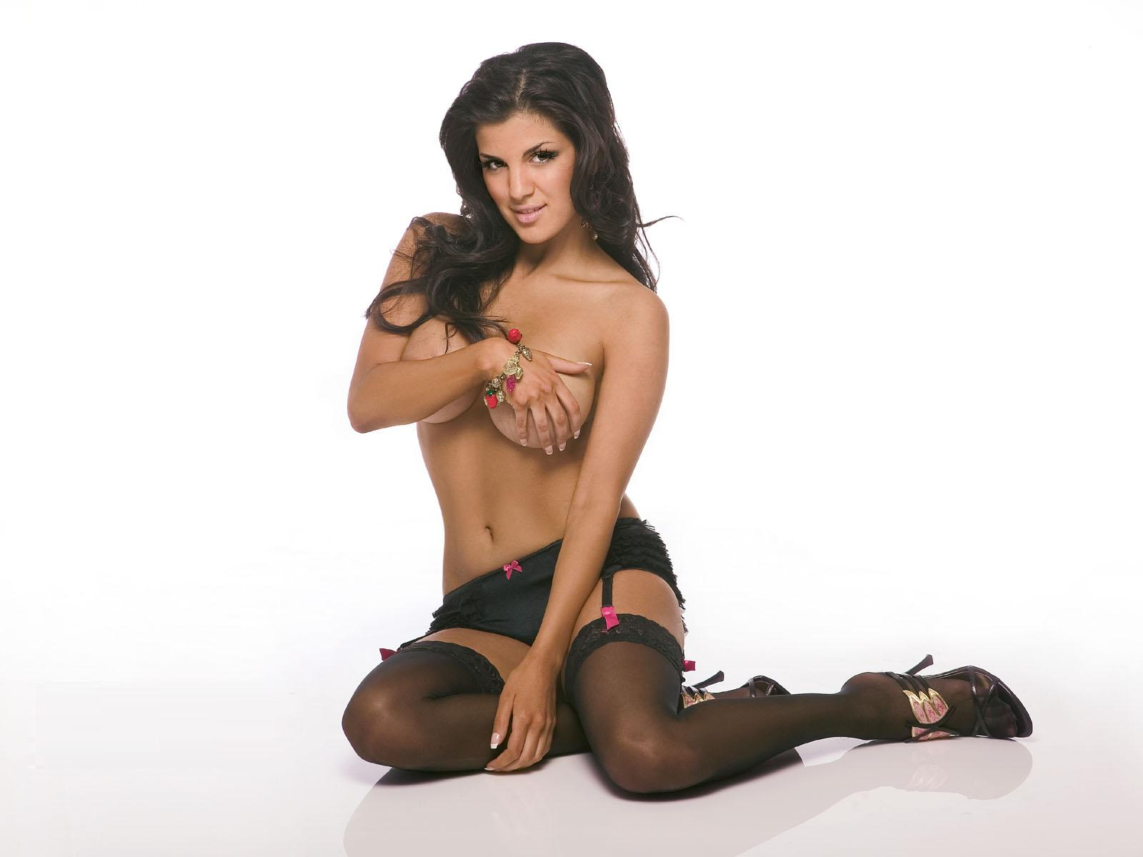 http://1.bp.blogspot.com/_cZuaghvCasw/TMvSz86YBHI/AAAAAAAAMV4/fU_tK8wAlxA/s1600/Aylar-Lie-Topless.jpg