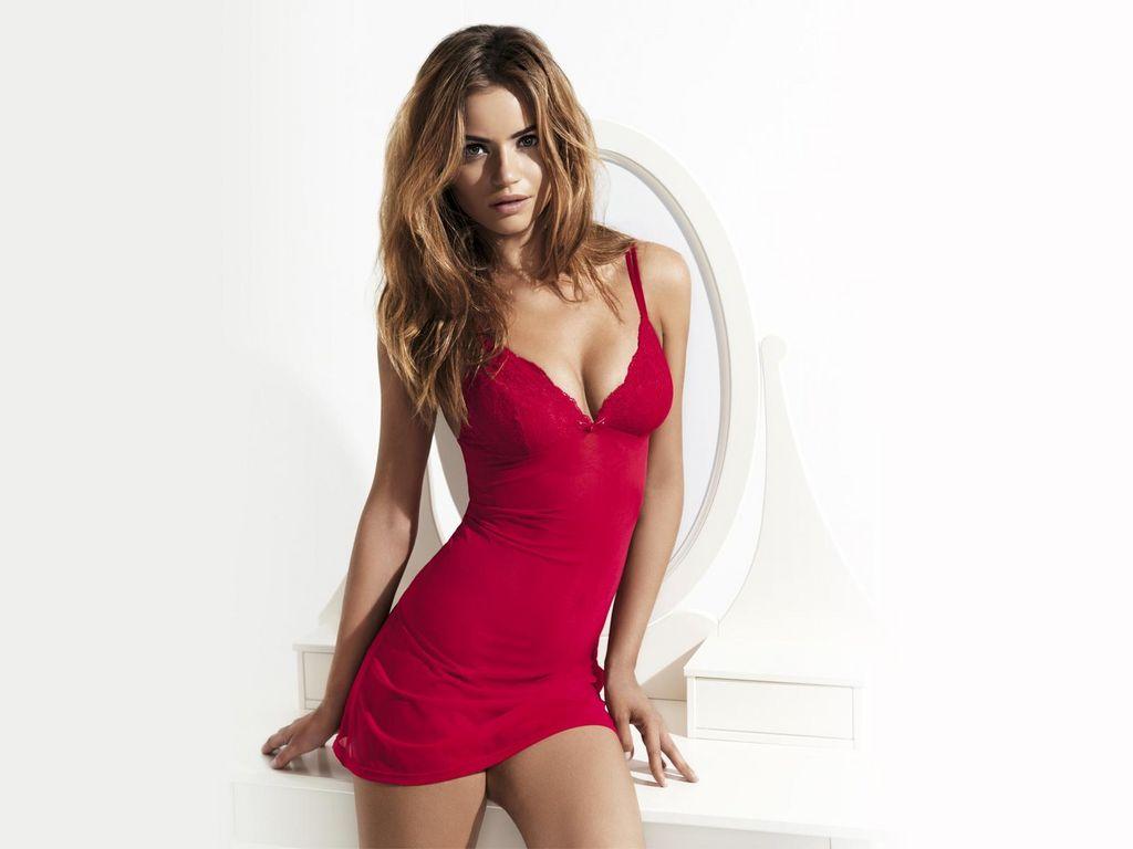 hot features picture daniela freitas red bikini