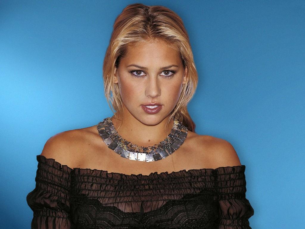 http://1.bp.blogspot.com/_cZuaghvCasw/TUGVnYb6EEI/AAAAAAAANRk/4h59-CdnA-U/s1600/Anna-Kournikova-Beautiful-Black.jpg